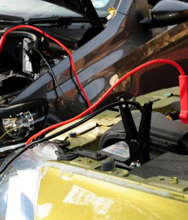 Návod ako zapojiť štartovacie káble k autobatérii