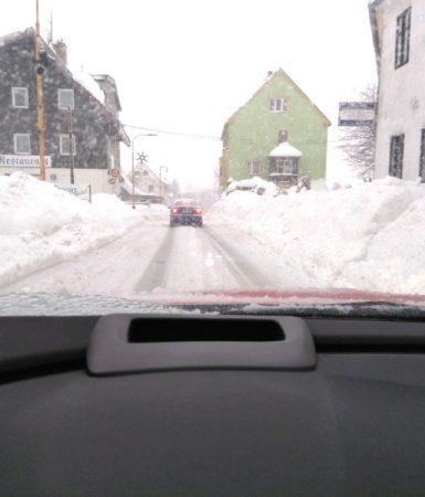 Ťažké snehové podmienky: Použitie snehových reťazí. Čo na to tlmiče?
